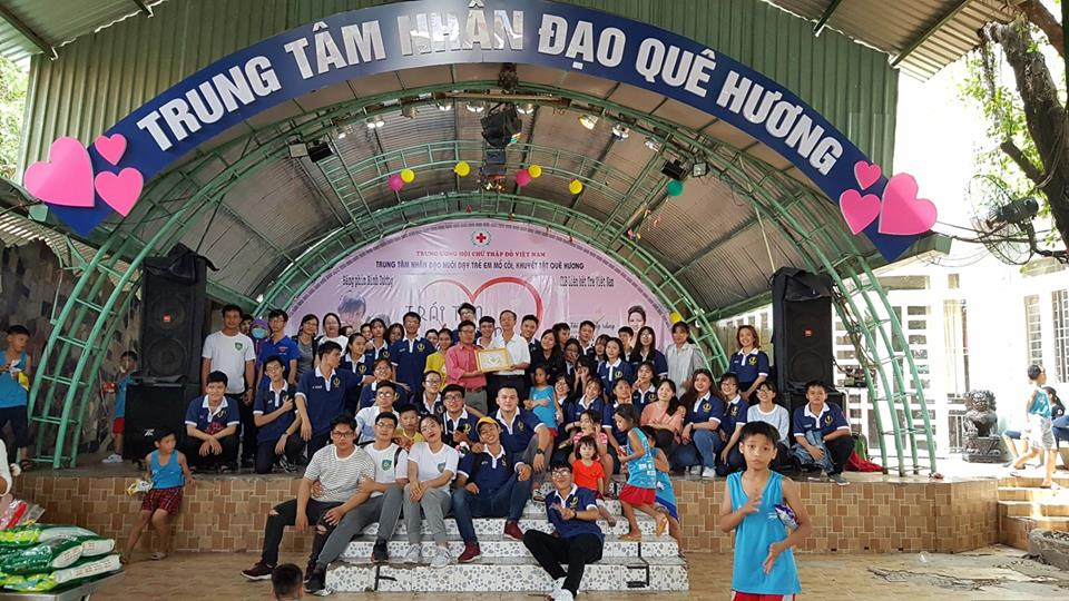 Sinh viên Đại học Tân Tạo tham gia tình nguyện