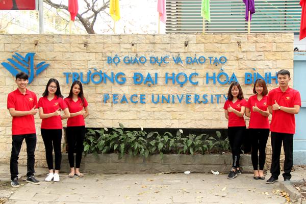 Sinh viên Đại học Hòa Bình