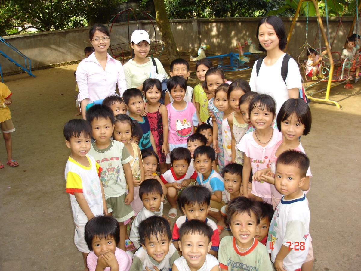 Sinh viên của trường đi thực địa tại cộng đồng