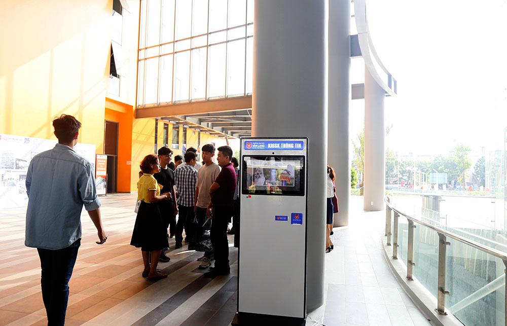 Kiosk thông minh - công cụ giúp sinh viên tra cứu thông tin bằng thẻ sinh viên