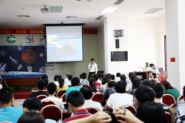 Buổi thuyết giảng của lớp học trường USTH