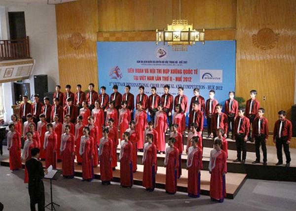 Đoàn hợp xướng Trường ĐHSP Nghệ thuật TW tham gia hội thi Liên hoan Hợp xướng Quốc tế lần thứ II tại Huế (năm 2012)