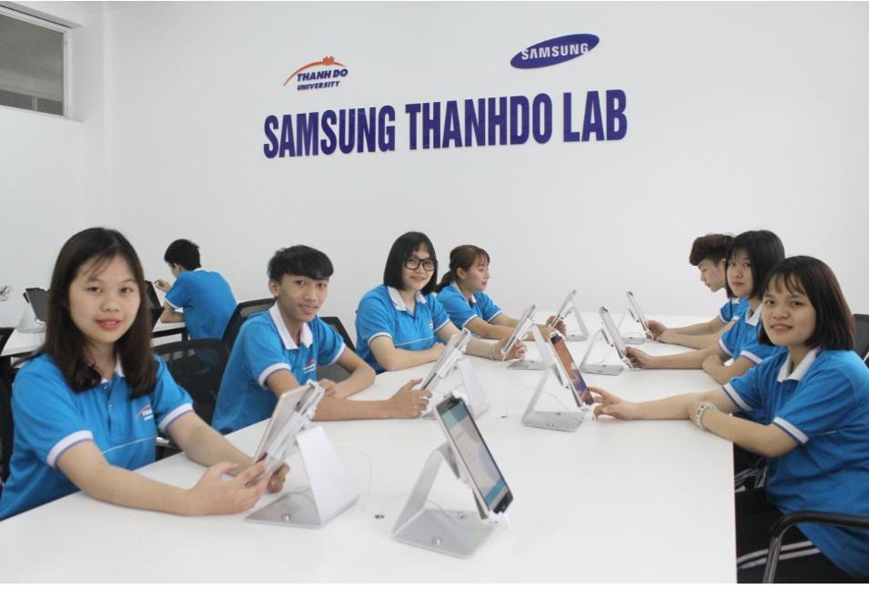 Phòng học Lập trình ứng dụng Mobile tại ĐH Thành Đô