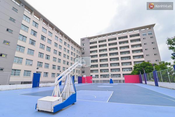 Sân thể thao Đại học Thăng Long