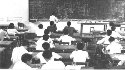 Một giờ học trên giảng đường của sinh viên ĐH Kiến trúc Sài Gòn