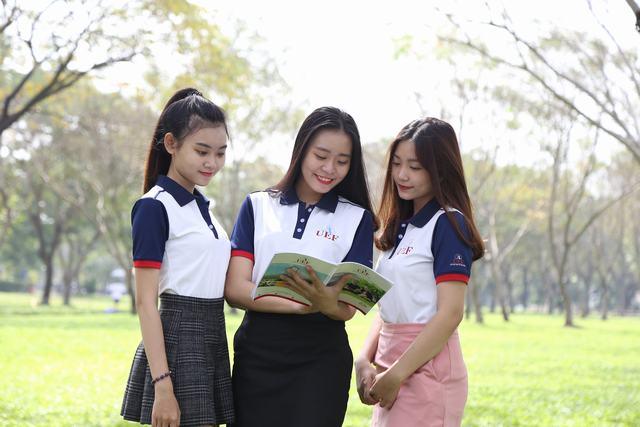 Sinh viên ĐH kinh tế tài chính tp HCM